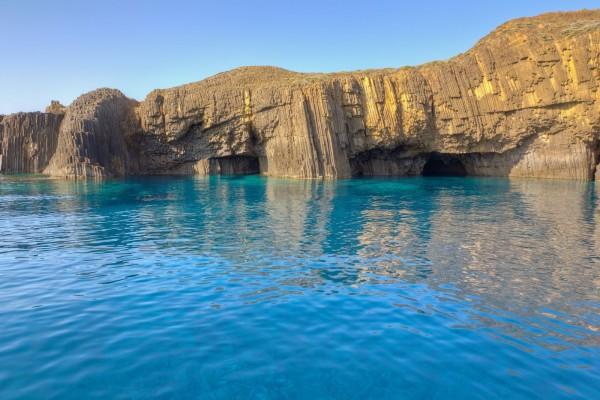 glaronisia-rocky-islets-milos-island-cyclades-greece-1600x1066