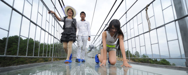 Stunning-Terrifying-Skywalks-Around-The-World-8