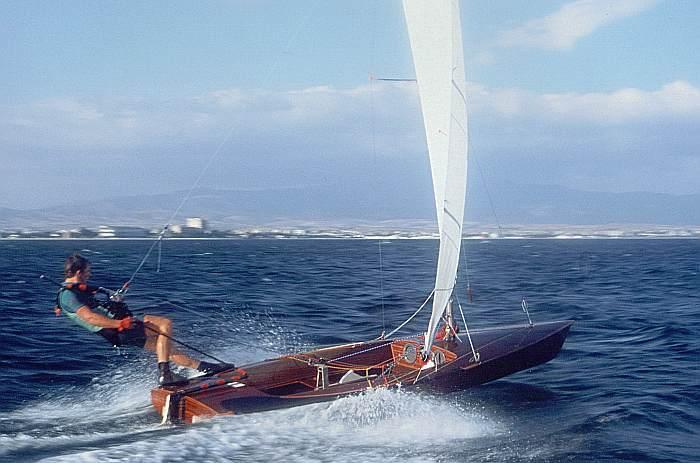 Contender_sailing_dinghy